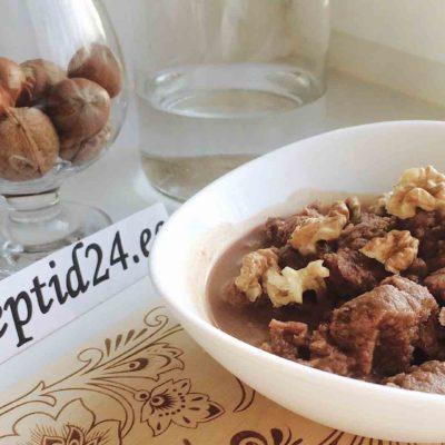 Шоколадное мороженое гранита с грецкими орехами по-сицилийски