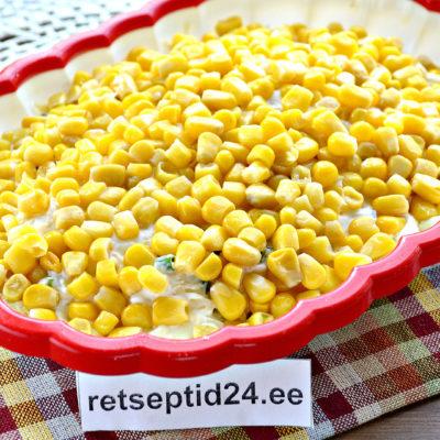 Слоеный салат с консервированной кукурузой