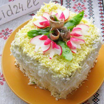 Бутербродный торт из кильки