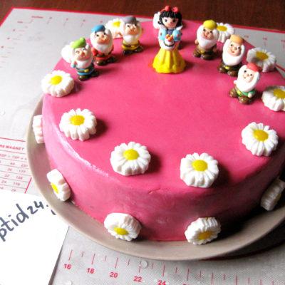 Laste sünnipäevatort võikreemi ja suhkrumassiga