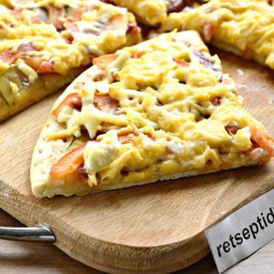 Mahlase vorsti-hapukurgi lihtne pitsa retsept