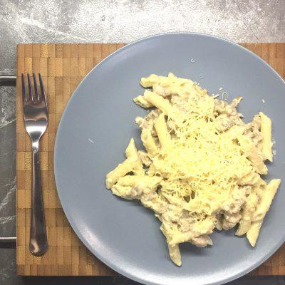 Koorene pasta hakklihaga ja vürtsika juustukastmega